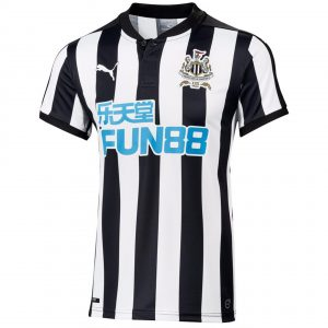 2017-18newcastleUnitedHome-front